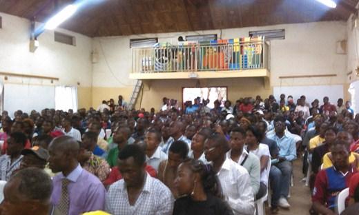 Un public venu nombreux assister à la conférence. Crédit photo: Ulrich Tadajeu