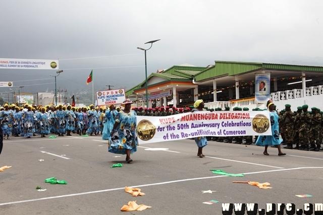 Les militants du RDPC lors du défilé à Bongo Square à Buéa. On peut y noter les effigies du président Paul Biya. Crédit image: prc.cm