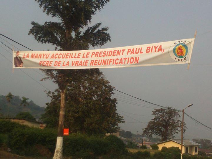 Une banderole à Buéa lors de la célébration du cinquantenaire de la Réunification.  crédit image: Armand ougock