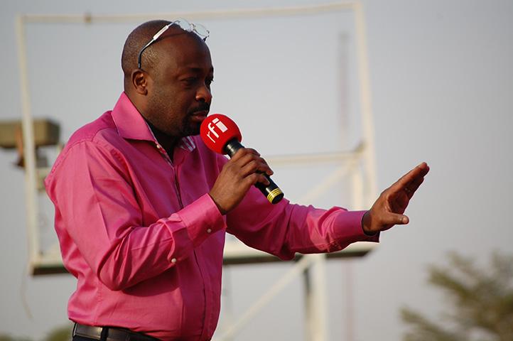 Alain Foka, à Niamey, Décembre 2011. © Delphine Michaud