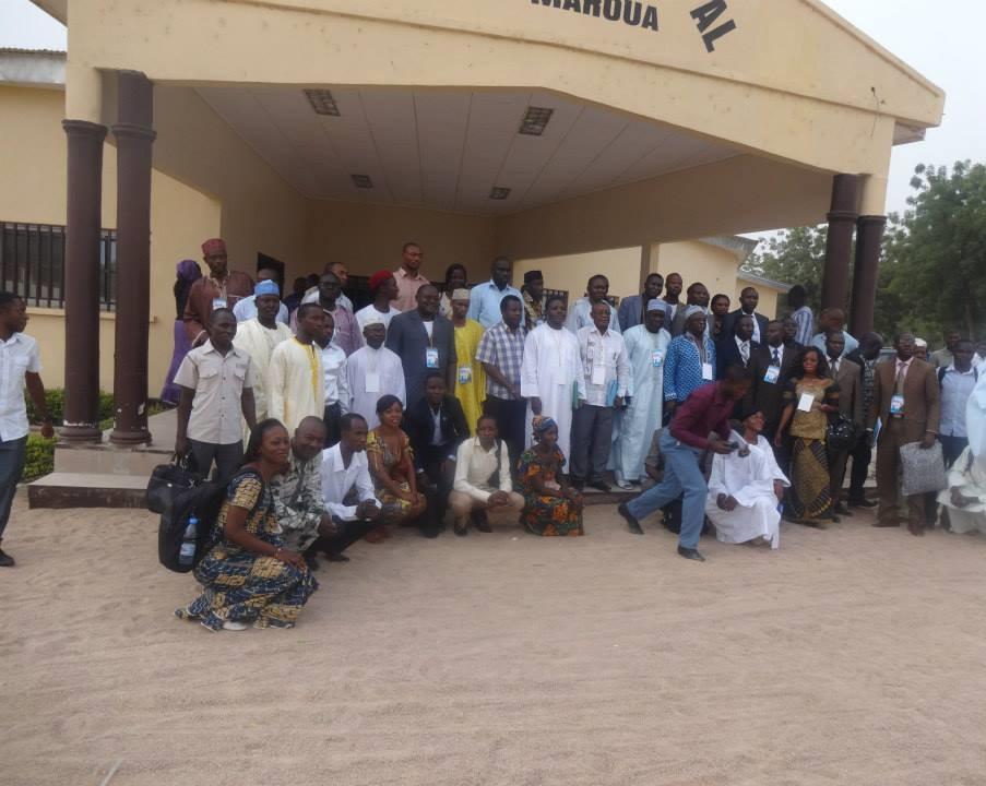 Les congressistes lors de la photo de famille devant le cercle municipal de Maroua. Crédit image: Alvine Henry Assembe Ndi.