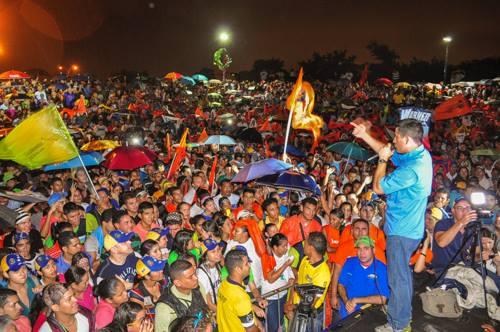 Les manifestants venezueliens lors d'un meeting avec Leopoldo Lopez. Crédit image: Léopoldo Lopez via Facebook.